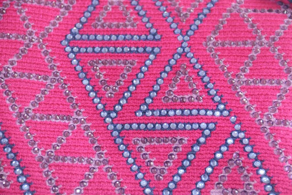 Cristaux Swarovski sur sac pochette ethnique artisanale de Colombie faite main
