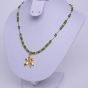 Collier ethnique artisanal de Colombie plaqué or pendentif orchidée