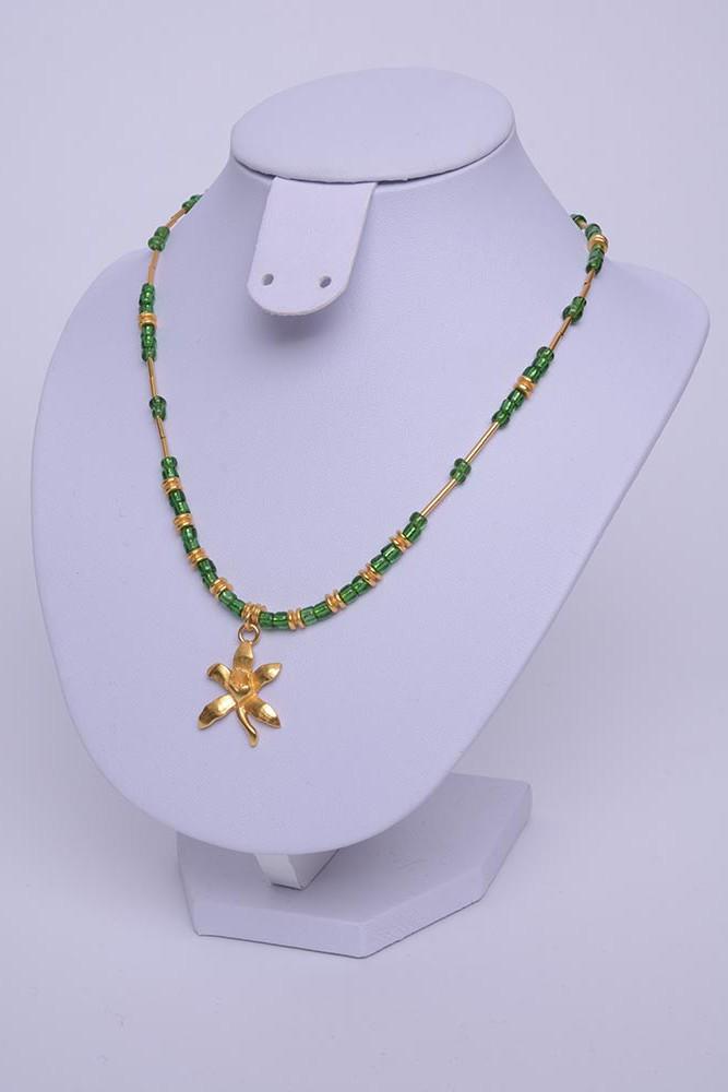 Collier ethnique orchidée plaqué or