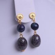 Boucles d'oreilles ethniques artisanales de Colombie graines d'arbre bleues de Colombie