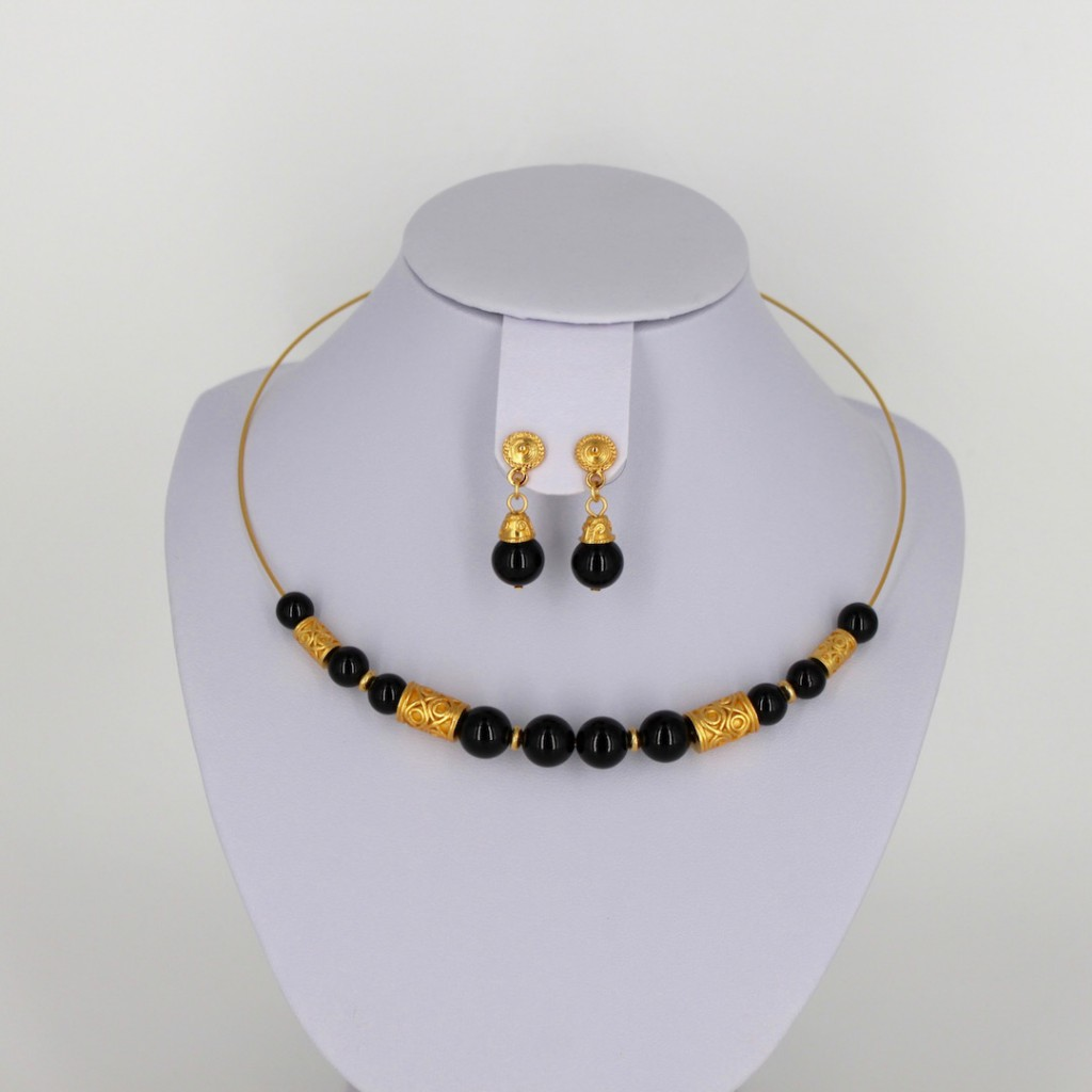 Parure de bijoux ethniques artisanaux de Colombie avec collier ras du cou et boucles d'oreilles d Onyx noir et plaqué or