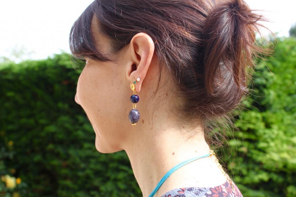 Boucles d'oreilles ethniques artisanales de Colombie avec graines d'arbre bleues de Colombie