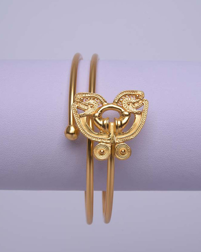 Bracelet ethnique colombien orné d'un papillon