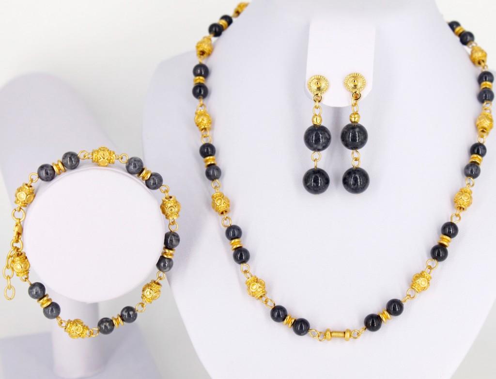 Parure collier boucles d oreilles ethniques artisanales de Colombie plaqué et corail de fossile gris