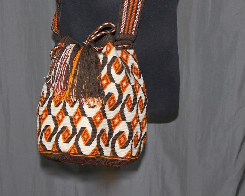 Sac Mochila Wayuu à Motifs vintage porté en bandoulière