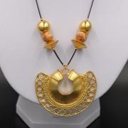 Collier ethnique artisanal tairona semilunar plaqué or de Colombie