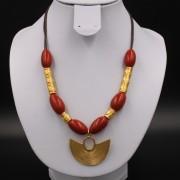 Collier ethnique artisanal Sinu pendentif plaqué or et perles corail et plaqué or de Colombie